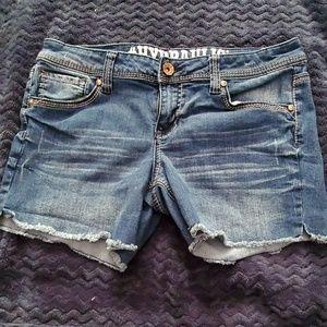 Hydraulic denim shorts